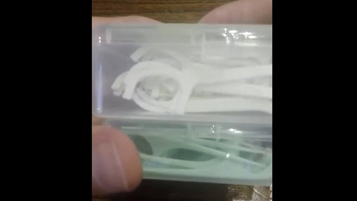 Box size and floss stick appearance