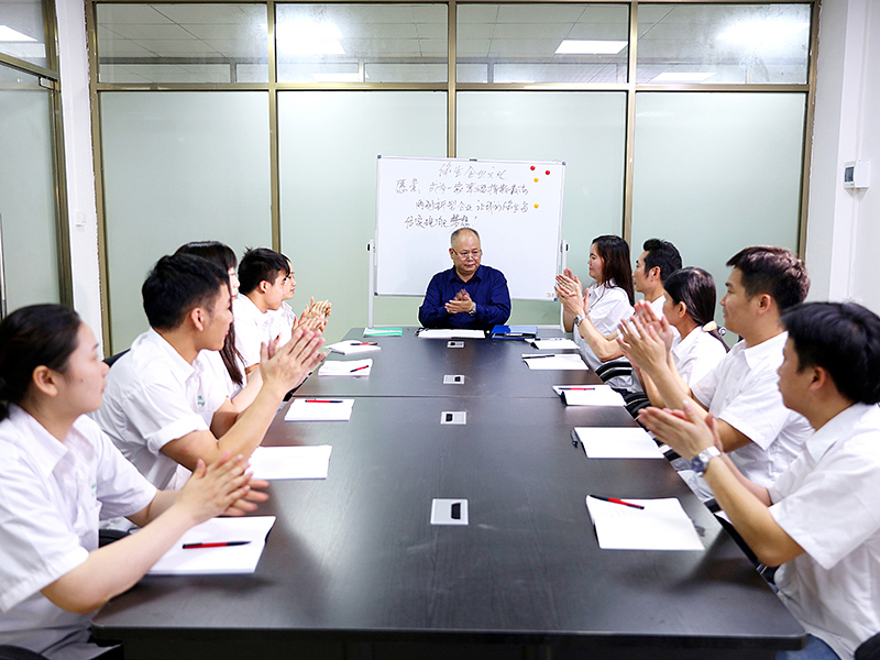 The ceo of lvsheng is having a meeting with the staff